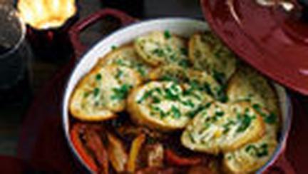 Tocana cu legume si carnati