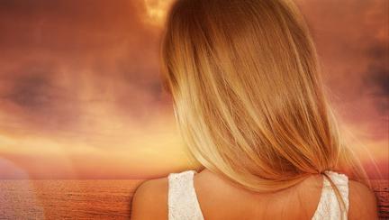 Spală-te cu această soluție pe cap, iar părul tău va crește din ce în ce mai repede