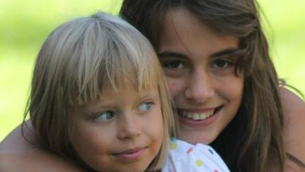 Andreea si Maria, fiicele Cameliei Smicala