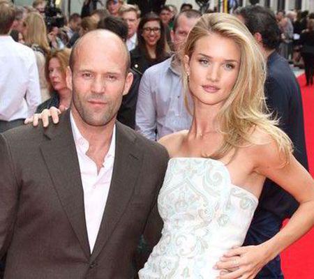 Jason Statham va fi tată. Frumoasa lui iubită, Rosie Huntington-Whiteley, e însărcinată