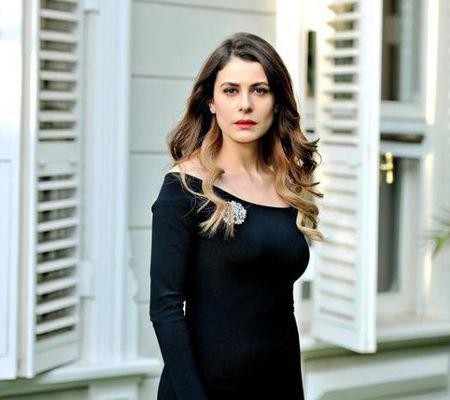 """Ebru Özkan, Dilara din """"Furtună pe Bosfor"""", a devenit mamă"""