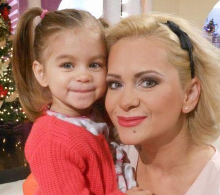 Paula Chirila cu fetita ei Carla Sofia