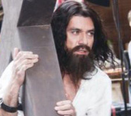 Aşa cum nu l-aţi mai văzut Jorge Salinas, în rolul lui Iisus
