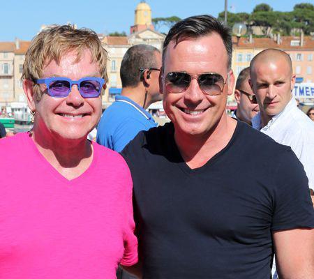 Premiere sortie de Elton John a Saint-Tropez apres son operation de l