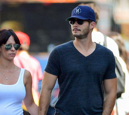 Pregnant Jennifer Love Hewitt & Brian Hallisay Take A Stroll In The Big Apple