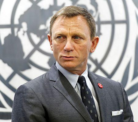 "James Bond a été nommé par Ban Ki-moon ""UN Global Advocate for the Elimination of Mines and Other Explosive Hazards"" avocat pour l?elimination des mines et autres explosifs."