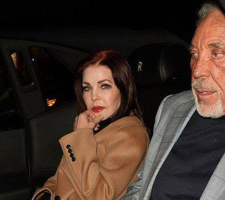 Priscilla Presley s-a cuplat cu Sir Tom Jones