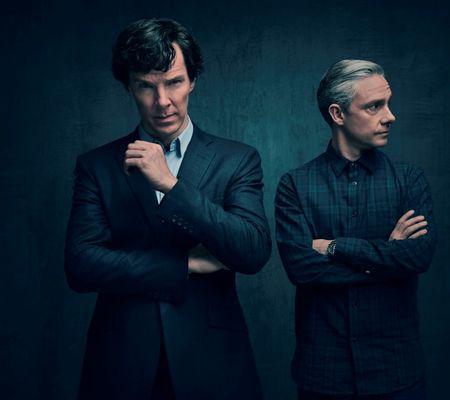 Sherlock Holmes (BENEDICT CUMBERBATCH) si John Watson (MARTIN FREEMAN)