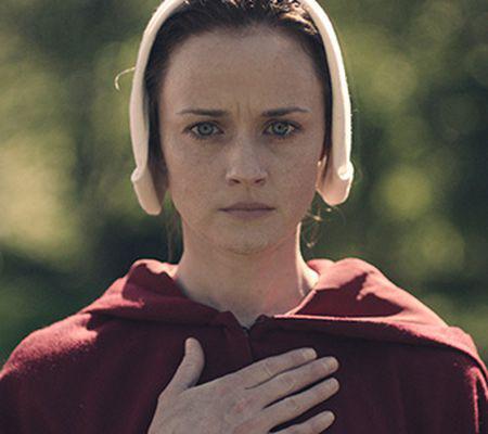 """Serialul """"The Handmaid's Tale"""" """"Povestea slujitoarei"""", cu Alexis Bledel, difuzat în premieră pe HBO GO (2)"""