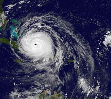 Uraganul Irma deasupra Marii Caraibelor - credit foto NOAA