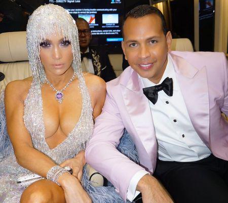 Jennifer-Lopez-și-Alex-Rodriguez-@jlo-1024x1024