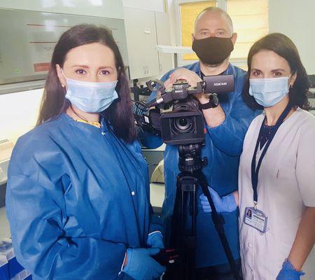 foto5 biolog Mihaela Lazăr, șefa Laborator Infecții Respiratorii Virale si echipa TVR