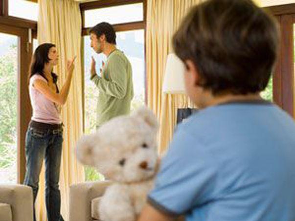 E bine să folosești copilul pentru a salva relația?