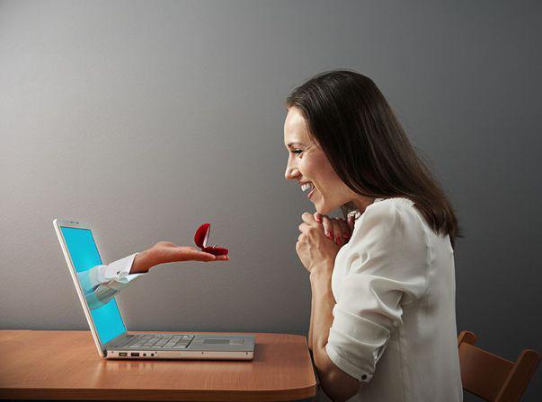Matrimoniale online. Sfaturi pentru femeile care vor să-și găsească jumătatea pe internet