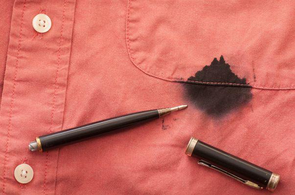 Cum să cureți cel mai bine petele de cerneală și marker