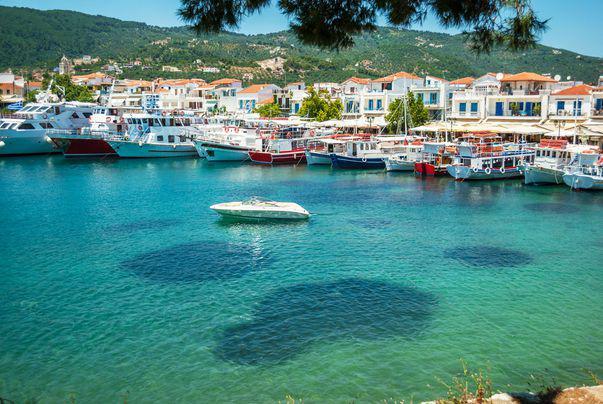 Acum turiștii pot să-și anuleze gratuit vacanțele în Skiathos și Antalya  (P)