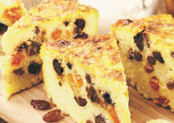 Prăjitură cu dovlecel  și fructe uscate