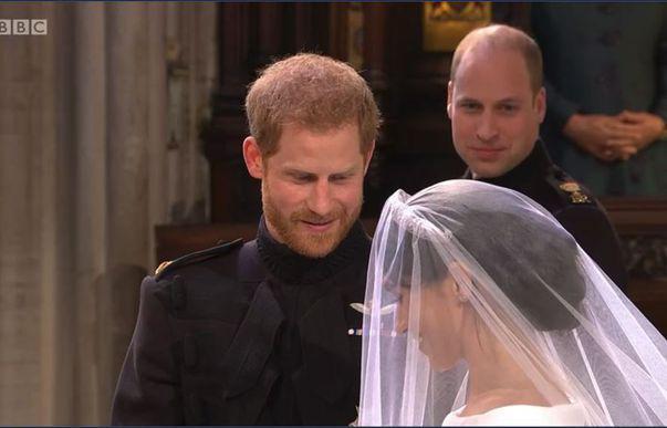 Nunta regală 2018. Meghan Markle, superbă în rochia de mireasă. Ce i-a șoptit la ureche prințul Harry când a văzut-o la altar. Imagini de colecție