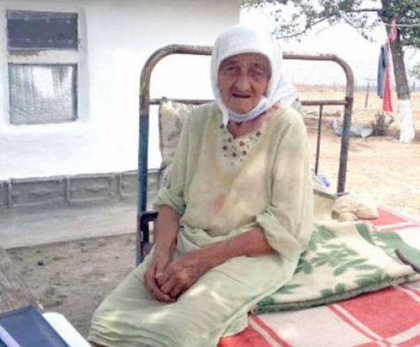 Are 128 de ani și cea mai tristă poveste de viață