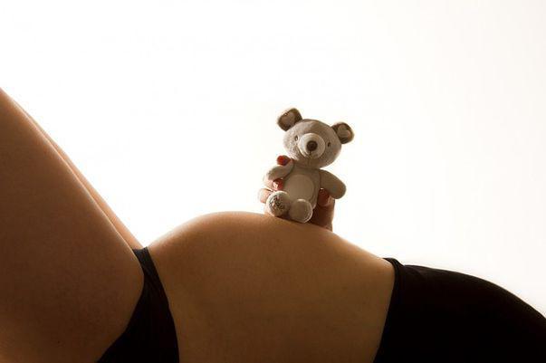 Cauzele pentru care nivelul de lichid amniotic este scăzut în timpul sarcinii (Oligohidraminoza)