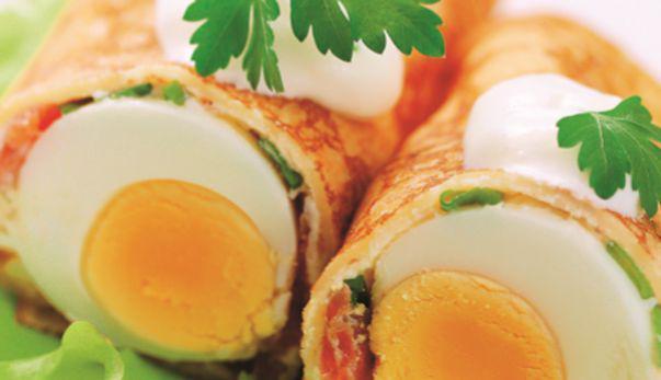 Clătite umplute cu ou și somon