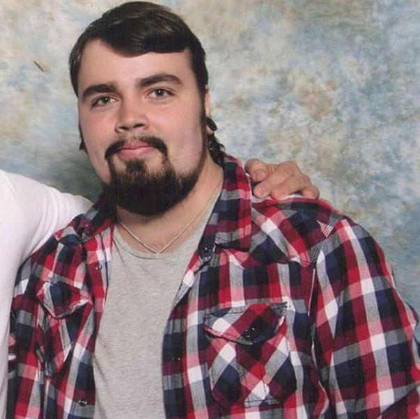 Așa arată un tânăr după ce a slăbit 50 de kilograme | GALERIE FOTO