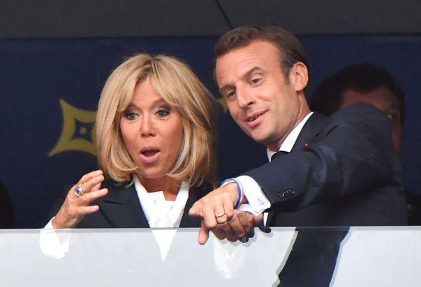 Brigitte Macron a devenit cea mai iubită primă doamnă din istoria Franței. Iată cum a reușit să-i cucerească pe francezi
