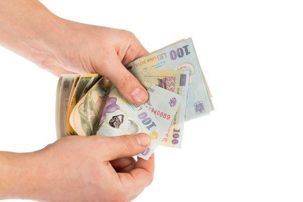Cele mai temute superstiții despre bani. Ai grijă cum îi păstrezi!