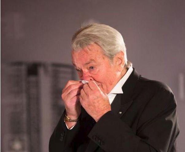 Alain Delon s-a operat în mare secret, într-o clinică din Elveția, fără ca familia lui să știe. Ce se întâmplă cu actorul și care e starea lui?