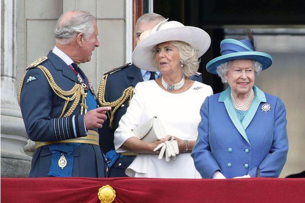 regina Elisabeta se muta de la palatul Buckingham