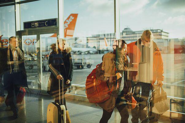 Cum să vă luați cât mai puține lucruri în bagaj când plecați în vacanță