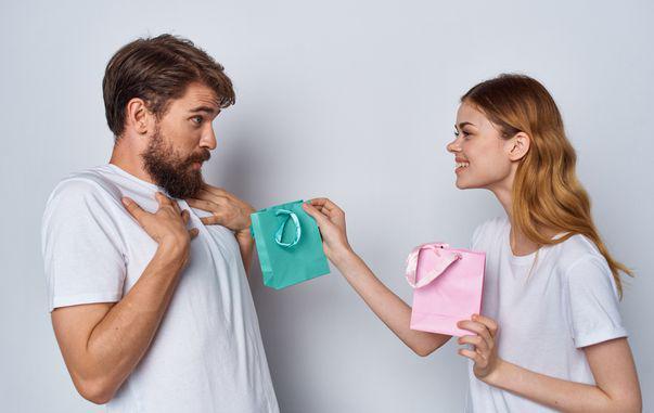 3 moduri prin care îți poți surprinde iubitul, chiar și după mulți ani de relație
