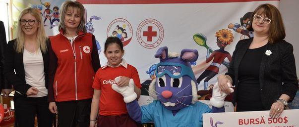 O fetiță de 8 ani, câștigătoarea concursului Colgate
