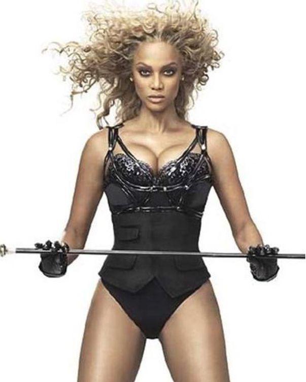 Tyra Banks a pozat la 45 de ani pentru Sports Illustrated
