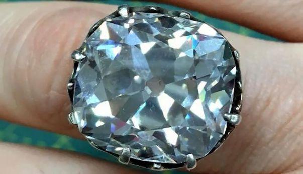 a cumparat un inel de la un targ de vechituri si s-a dovedit a valora un milion de dolari
