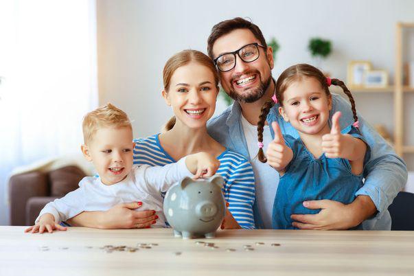 Cum îți înveți copilul să gestioneze banii: Dă-i bani de buzunar cu măsură