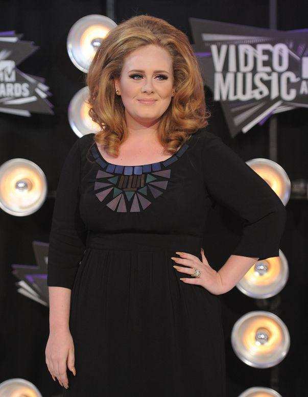 Adele a slăbit 20 de kilograme și a devenit de nerecunoscut. Transformarea cu care și-a uimit fanii