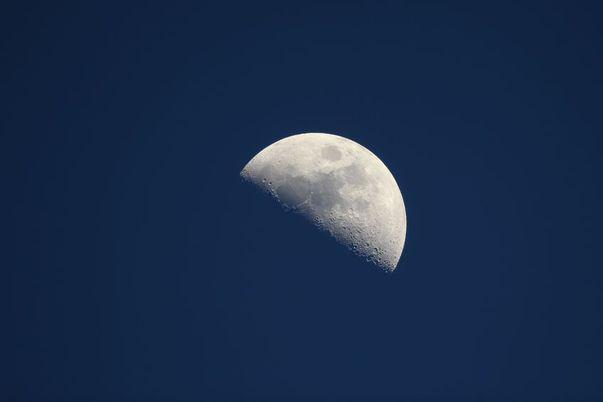 ce influențe are Luna la primul pătrar