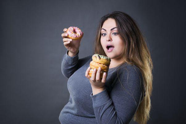 Cum ajungi să te îngrași. De ce nu te poți abține să mănânci alimente interzise