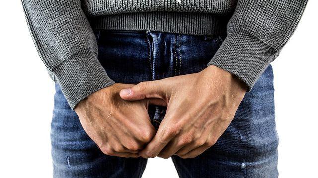 acumularea de lichid pe penis de ce erecția dispare motive