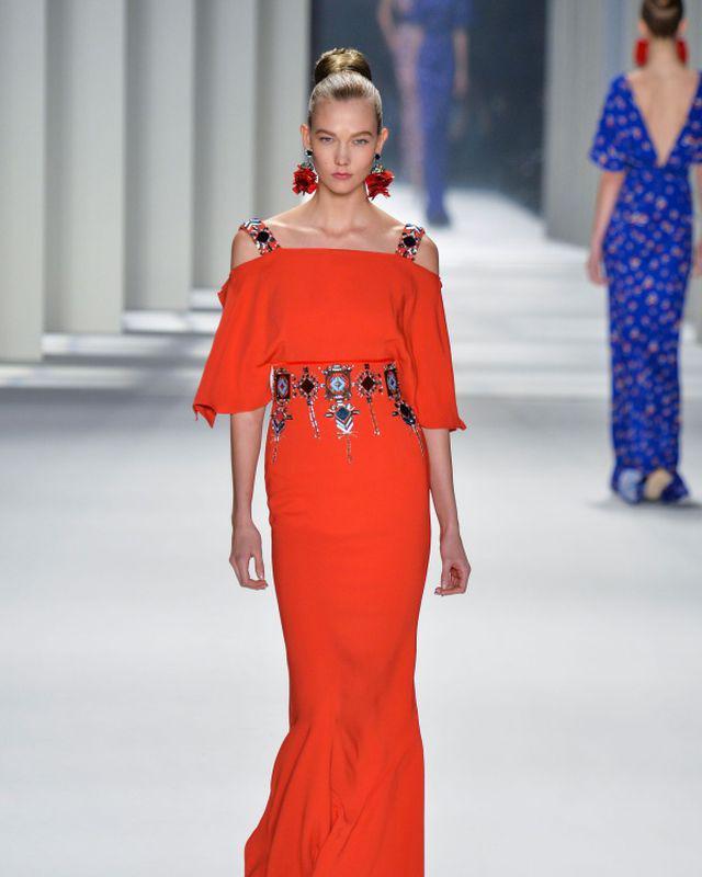 Lady in red: 5 rochii roşii Carolina Herrera