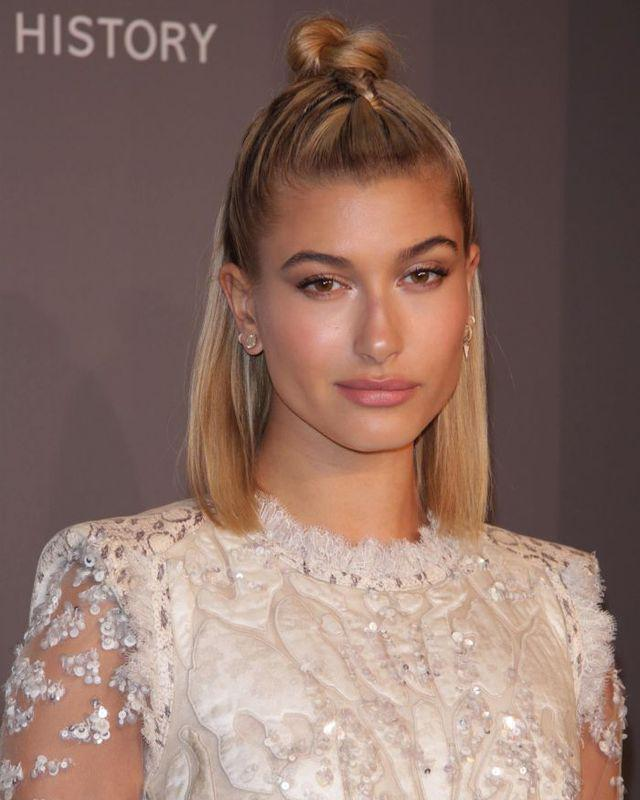Get the look Hailey Baldwin - machiaj romantic de Valentine's Day