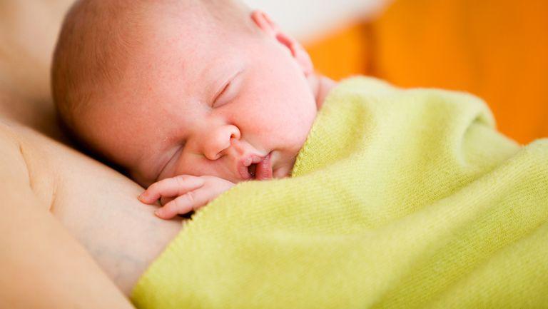 Instinctul matern: se învaţă sau vine în mod natural?