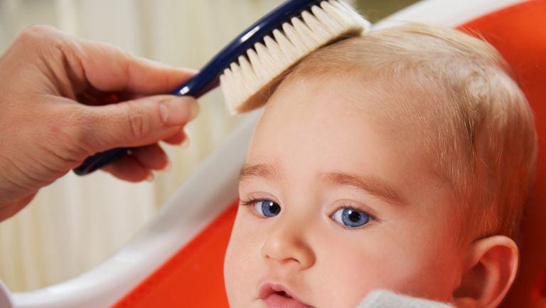 TEST: Ce știi despre părul bebelușului?