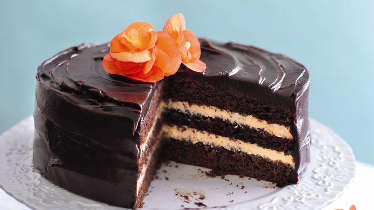 Tort de ciocolată şi cremă cu portocale