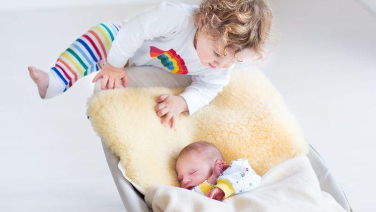 Gelozia fratelui cel mare față de bebeluș