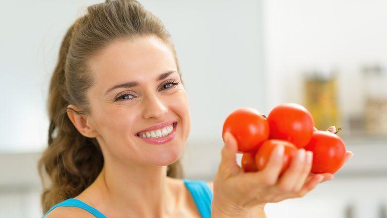 De ce e bine să mănânci roșii