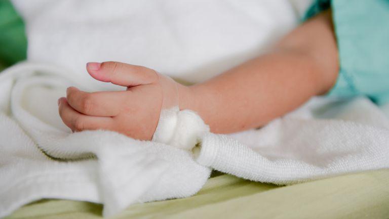 Bebelus de 5 luni, in stare grava, dupa ce mama ar fi folosit Batista bebelusului