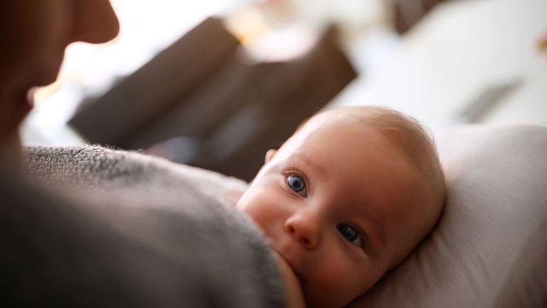 Dr. Alexandru Rafila: Copiii hrăniți la sân sunt mai rezistenți la bolile infecțioase