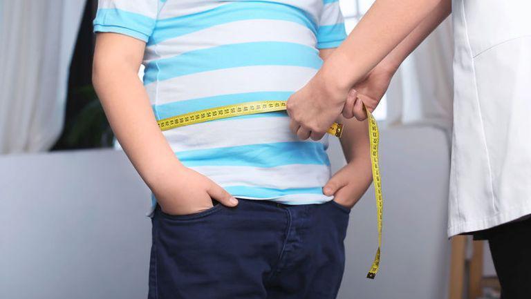 Numărul cazurilor de obezitate infantilă a crescut în pandemie. Recomandările medicilor pentru părinți